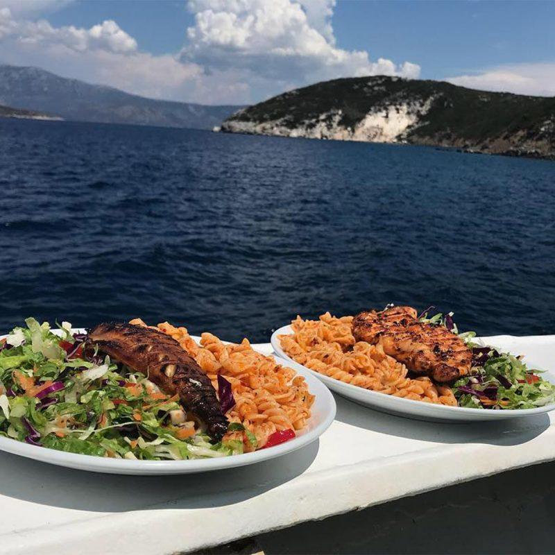 cesme_okeanos_tekne_yemek